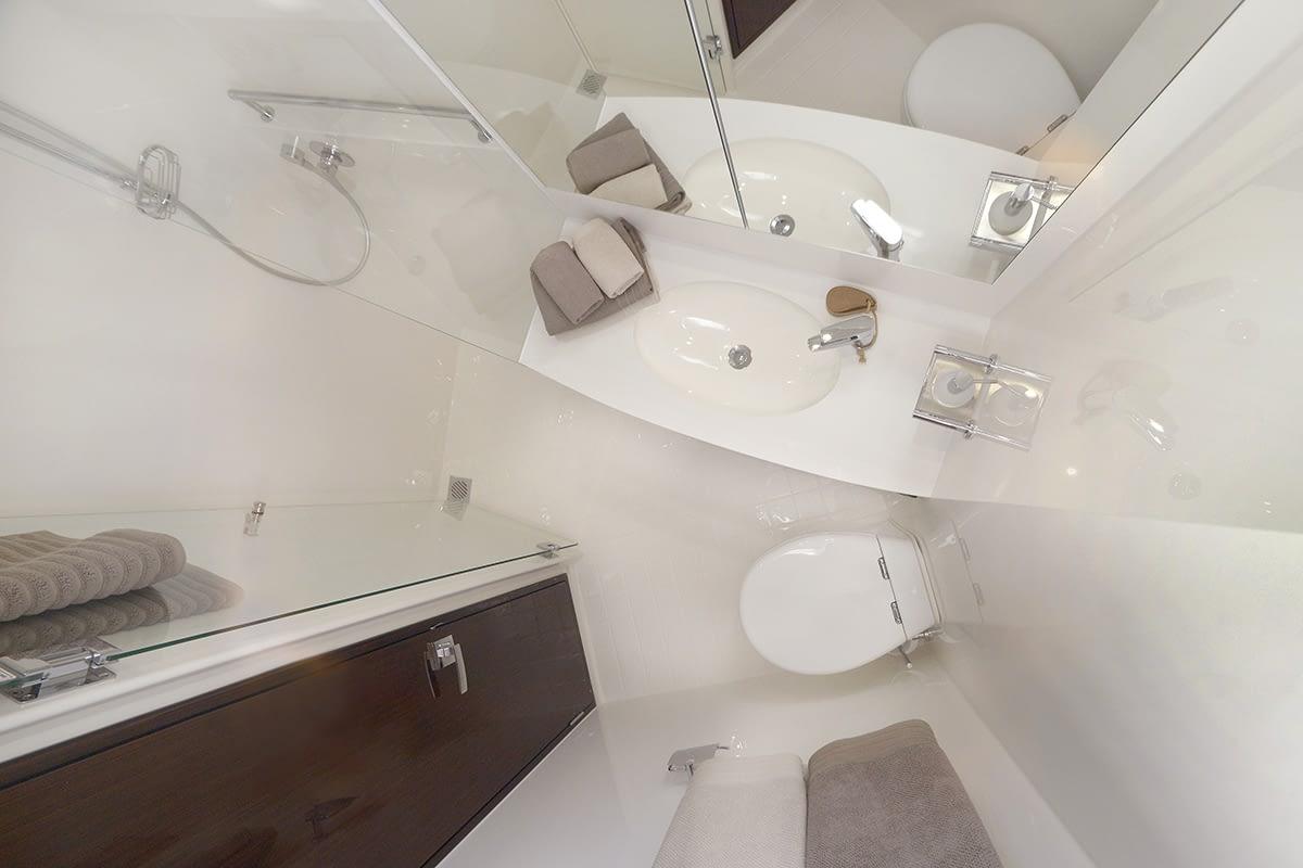 Maritimo_S51_Bathroom_1200x800