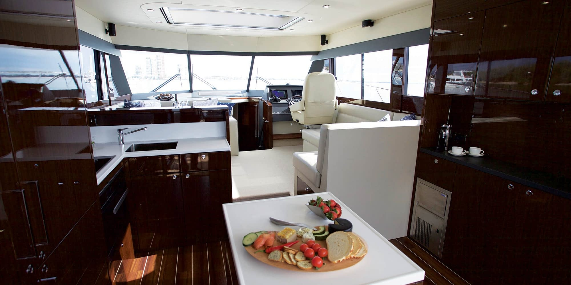 Maritimo_S51_Galley_2400x1200
